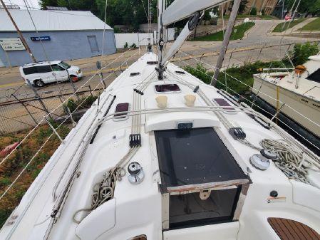 Hunter 45 Center Cockpit image