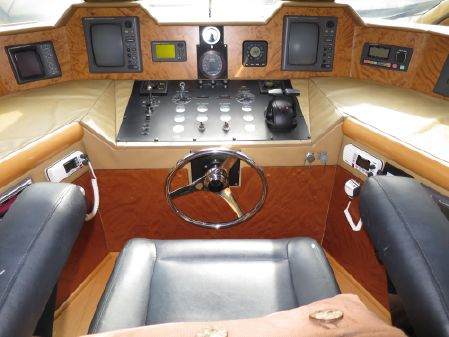 Swiftships Custom Raised Pilot House image