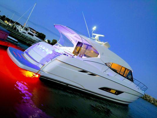 Riviera 5400 Sport Yacht - main image