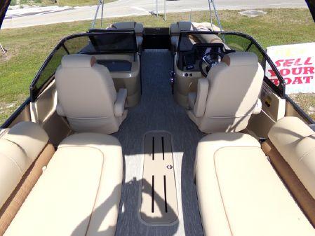 Avalon Excalibur Quad Lounge Windshield - 27' image
