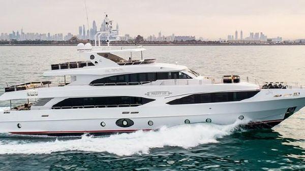 Majesty Yachts 125