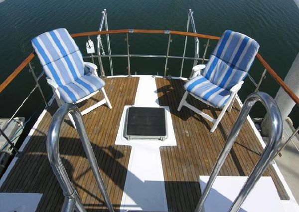 Marine Trader Aft Cabin Sundeck image