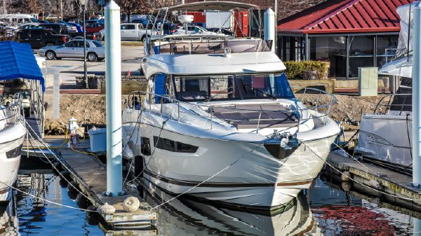 Prestige Under Warranty 550 Flybridge