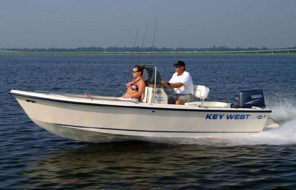 2020 Key West 1720 Center Console