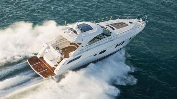 Sea Ray 540 Sundancer Cruising