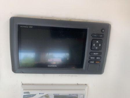 Fishmaster 2200 Center Console image