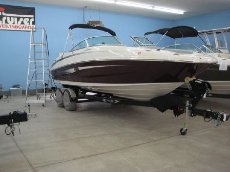 Sea Ray 240 Sundeck image