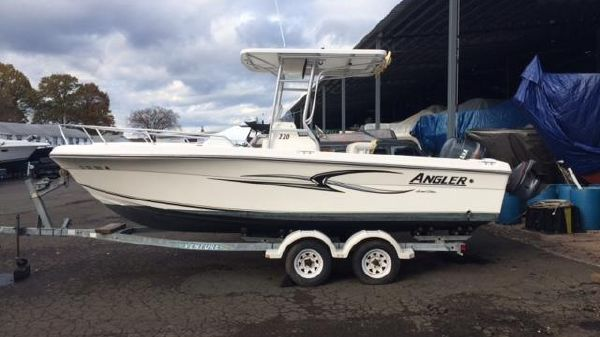 Angler 220 Center Console