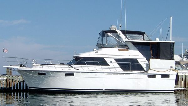 Carver 42 Enclosed Aft Cabin