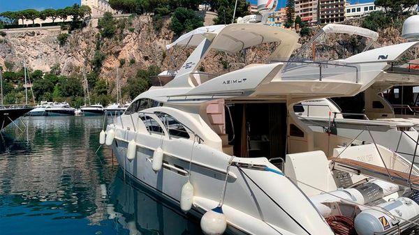 Azimut Flybdrige Motor Yacht