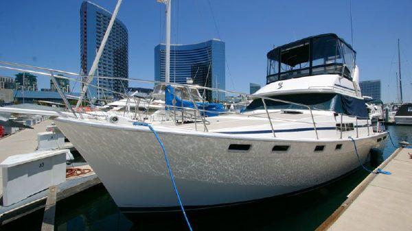 38' Bayliner MY 1986 Virtual Tours! 3870 US Marine Design