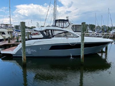 2017 Cruisers Yachts<span>390 Express Coupe</span>