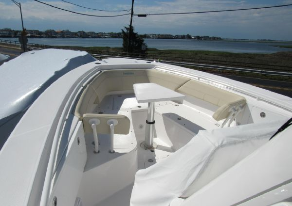 Everglades 335 Center Console image