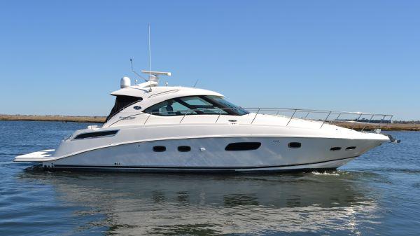 Sea Ray 430 Sundancer Starboard Side