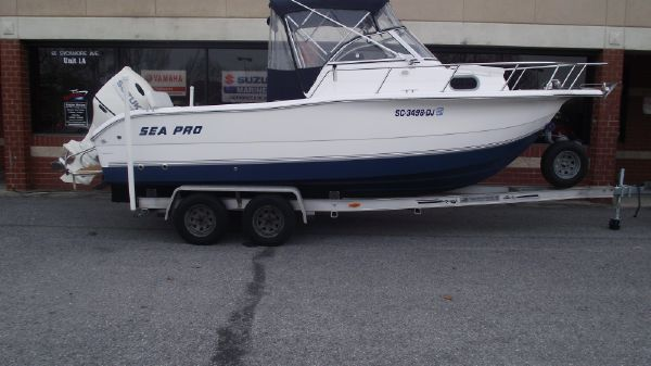 Sea Pro 220 Walk Around