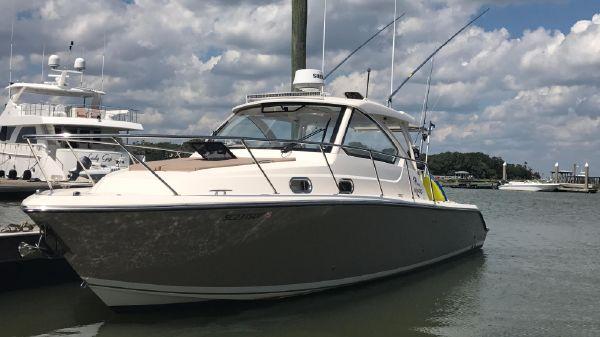 Pursuit OS 325 Offshore PORT AT DOCK