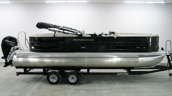 Berkshire 24 RFX CTS 2018 Berkshire 24 RFX CTS Blackout Tri Toon For Sale at Yachts to Sea