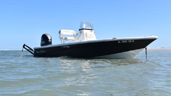 NauticStar 214 XTS Shallow Bay