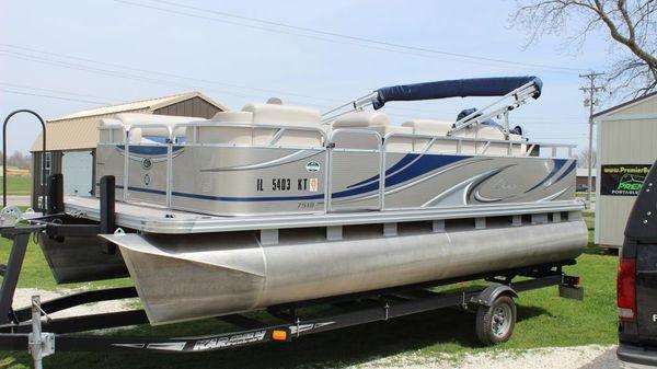 Apex Marine Qwest 7518 XRE Cruise
