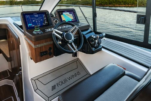 Four Winns Vista 355 Coupe image