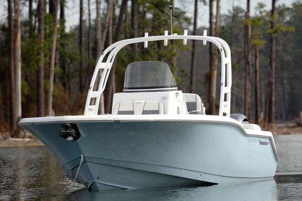 Tidewater 252 SUV - main image