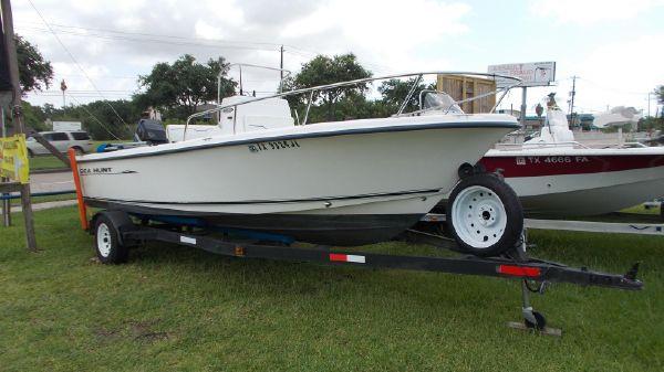 Sea Hunt Triton 200