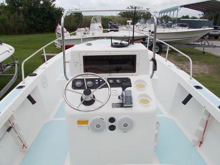 Sea Hunt Triton 200 image