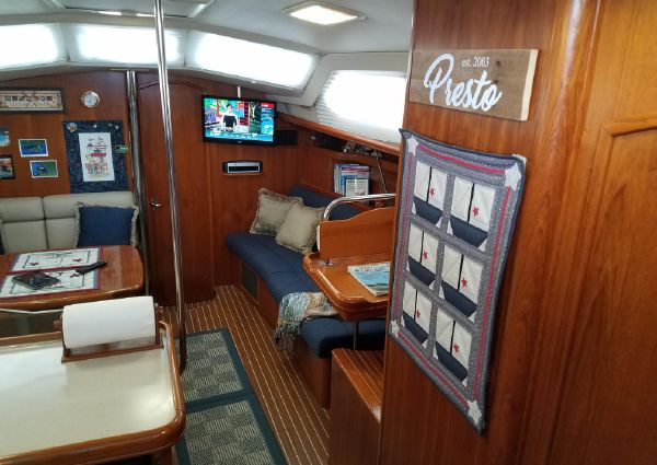 Hunter 426 Deck Saloon image