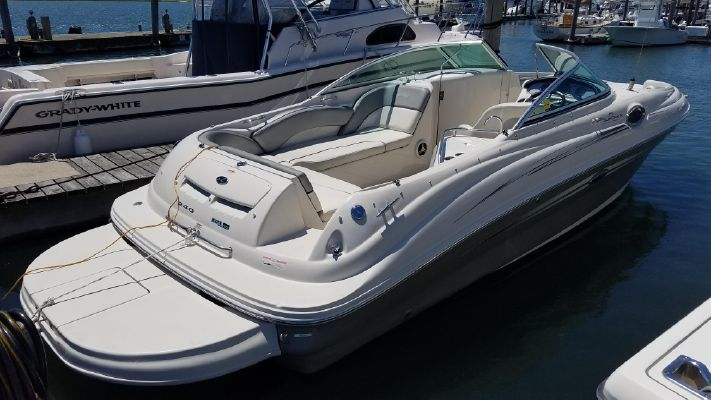 Sea Ray 240 Sundeck - main image