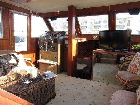 Uniflite 42 Double Cabin image