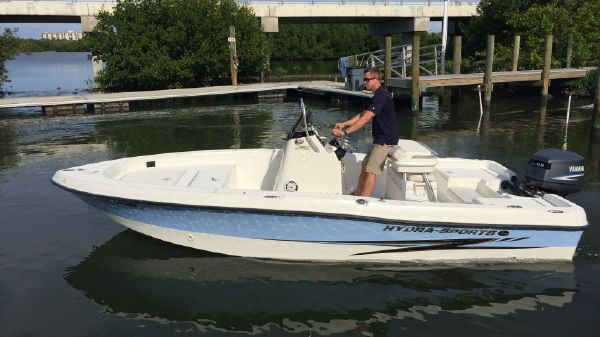 Hydra-Sports 1900 Bay Bolt
