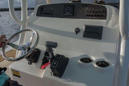 Pioneer 222 Islander image