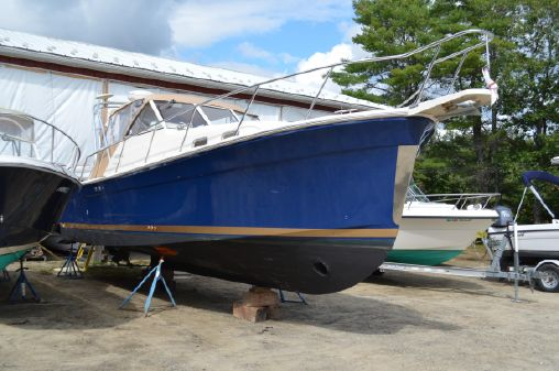 Mainship 30 Rumrunner II Softtop Cruiser image