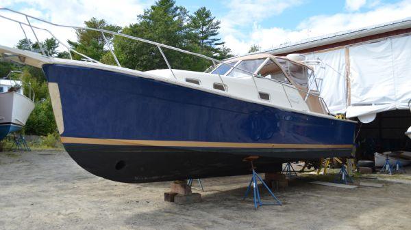 Mainship 30 Rumrunner II Softtop Cruiser
