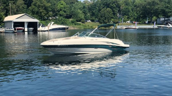Sea Ray 220 Sundeck