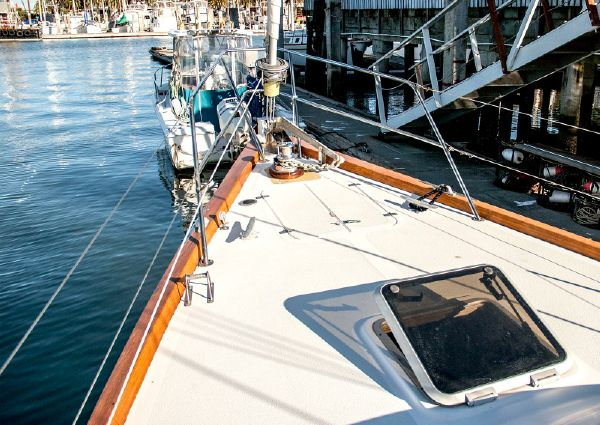 Islander 48 C image