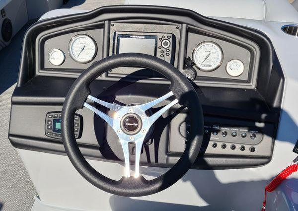 Bentley Pontoons 243 Swingback image