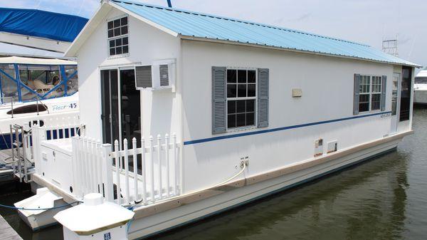Catamaran Cruisers Aqua Lodge