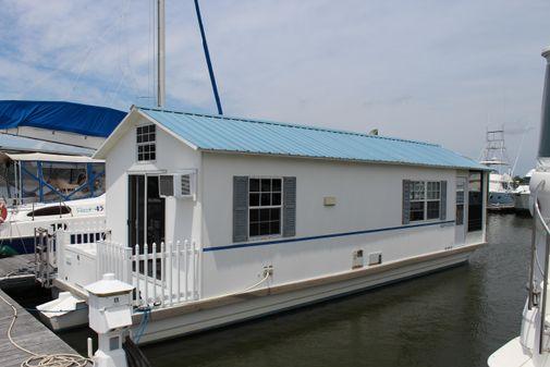 Catamaran Cruisers Aqua Lodge image