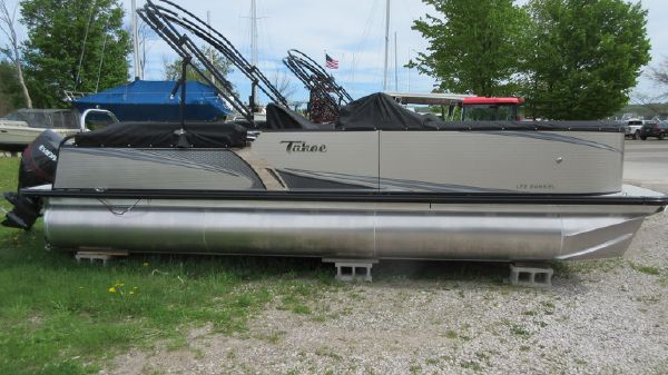 Tahoe Pontoon LTZ Windshield - 24'
