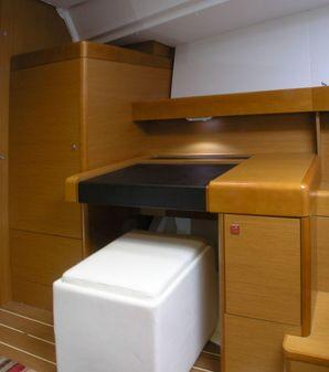 Jeanneau 44 Deck Salon image