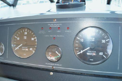 Tiara 3500 Express image