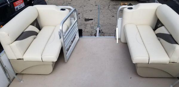 SunChaser Oasis 818 Cruise image