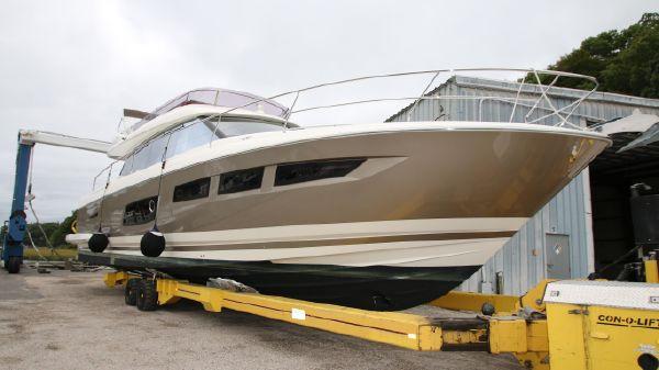 Prestige Yachts 550