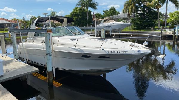 Sea Ray 310 Express Cruiser