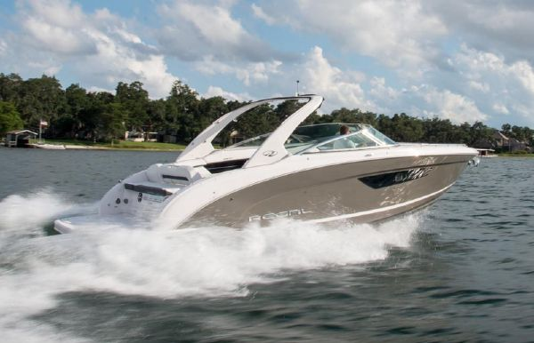 2021 Regal 3300 Bowrider