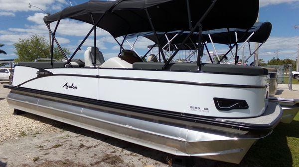 Avalon Catalina Quad Lounger - 25'