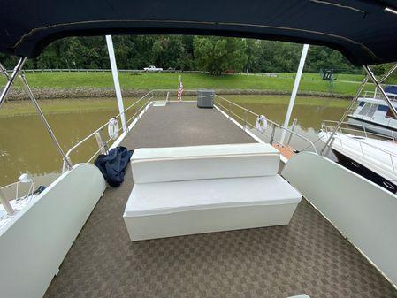 Pluckebaum Houseboat image