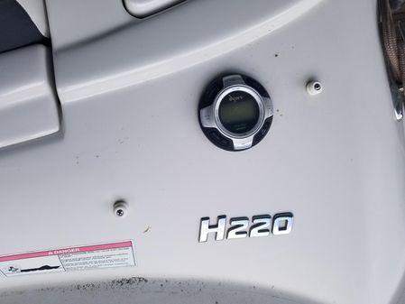 Four Winns H220 image