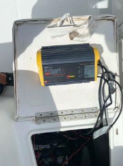Sea Hunt Triton 225 image